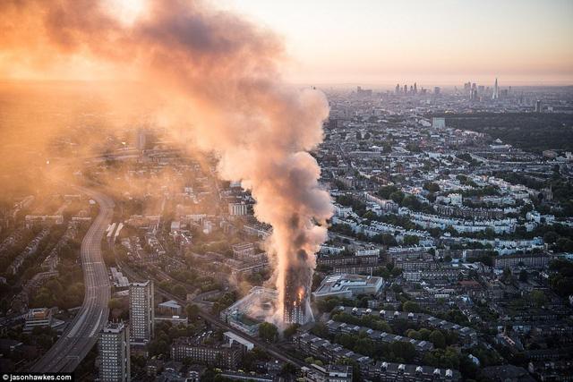 Những hình ảnh kinh hoàng còn lại sau vụ cháy chấn động ở thủ đô London - Ảnh 4.