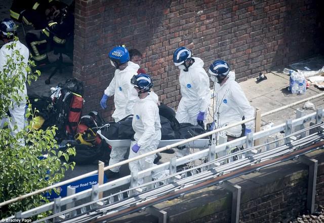 Những hình ảnh kinh hoàng còn lại sau vụ cháy chấn động ở thủ đô London - Ảnh 8.