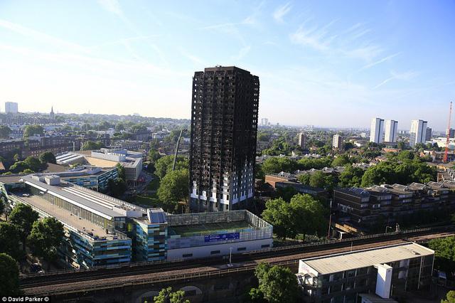 Những hình ảnh kinh hoàng còn lại sau vụ cháy chấn động ở thủ đô London - Ảnh 1.