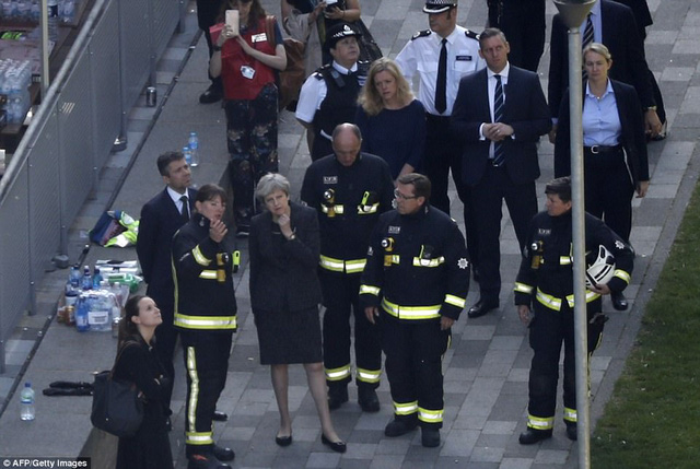 Những hình ảnh kinh hoàng còn lại sau vụ cháy chấn động ở thủ đô London - Ảnh 12.