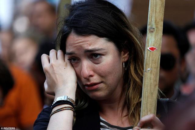 Nước Anh sôi sục biểu tình sau vụ cháy tòa tháp 24 tầng - Ảnh 4.