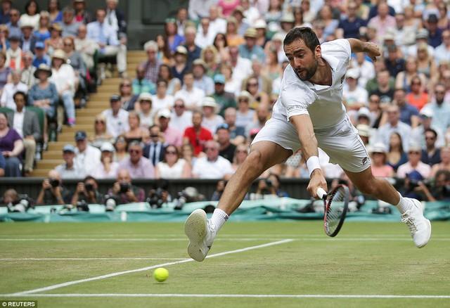 Ảnh: Những khoảnh khắc ấn tượng trong trận chung kết Wimbledon của Roger Federer - Ảnh 2.