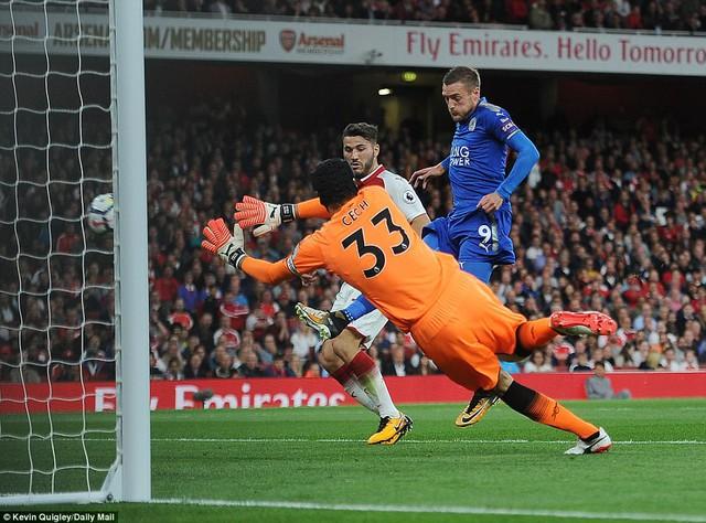 Khai màn Ngoại hạng Anh: Arsenal thắng nghẹt thở trước Leicester City - Ảnh 2.