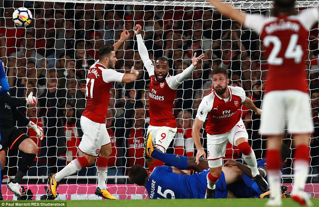 Khai màn Ngoại hạng Anh: Arsenal thắng nghẹt thở trước Leicester City - Ảnh 7.
