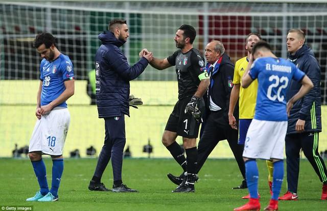 Italia vắng mặt tại World Cup 2018, Buffon giã từ sự nghiệp quốc tế - Ảnh 1.