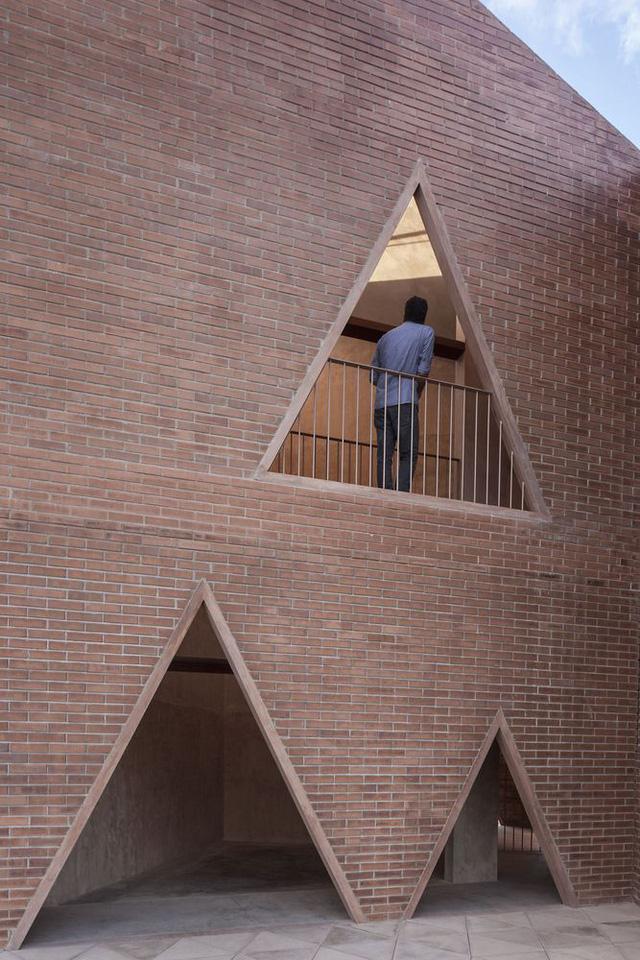 Độc đáo ngôi trường nổi bật với họa tiết tam giác - Ảnh 5.