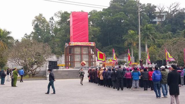 Di dời tượng Đức Ông nặng 40 tấn lên đồi cao 62m ở Quảng Ninh - Ảnh 4.
