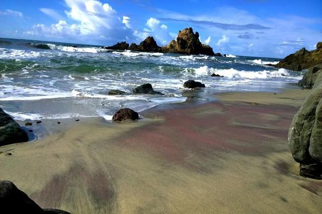 Tròn mắt trước những bãi biển có màu cát lạ ảo diệu - Ảnh 4.
