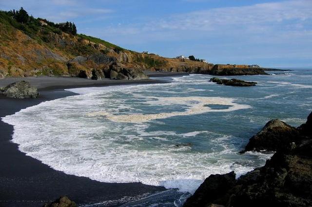 Những bãi biển đẹp mê hoặc ẩn mình ở nơi ít người biết - Ảnh 3.