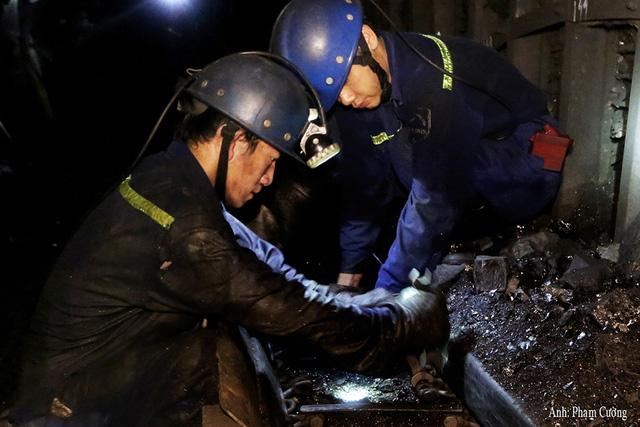 Khoảnh khắc chân thật về cuộc sống của những người thợ mỏ ở Quảng Ninh - Ảnh 5.
