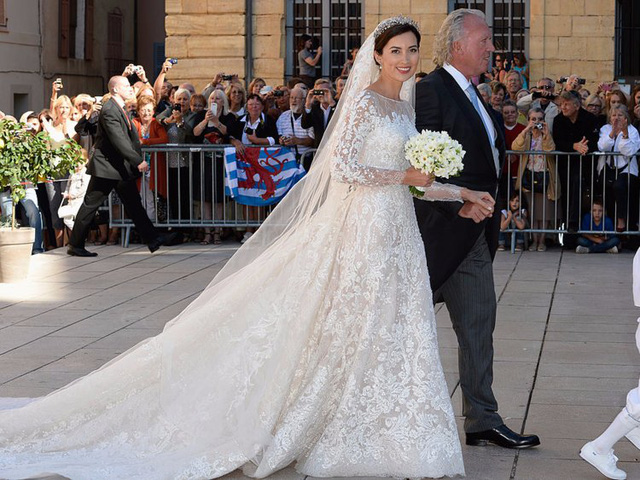 Chiêm ngưỡng váy cưới của những người đẹp hoàng gia - Ảnh 1.