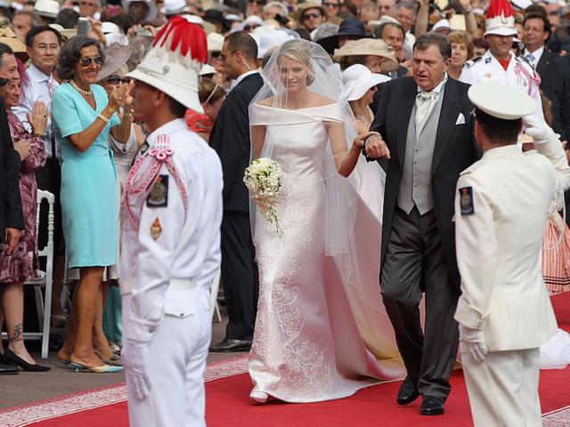 Chiêm ngưỡng váy cưới của những người đẹp hoàng gia - Ảnh 3.