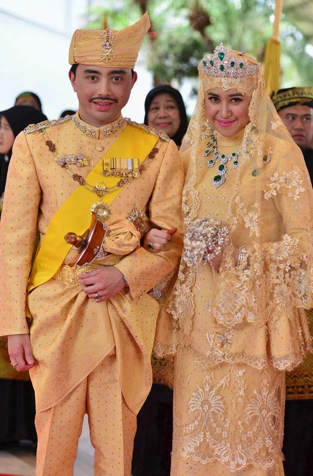 Chiêm ngưỡng váy cưới của những người đẹp hoàng gia - Ảnh 4.