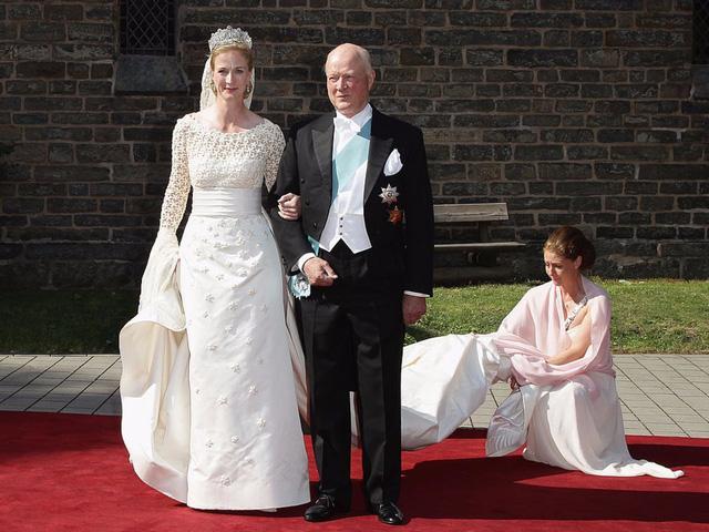 Chiêm ngưỡng váy cưới của những người đẹp hoàng gia - Ảnh 9.