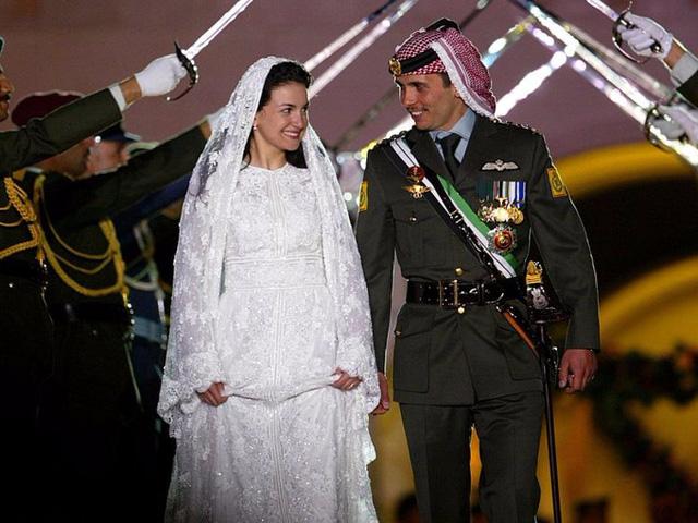 Chiêm ngưỡng váy cưới của những người đẹp hoàng gia - Ảnh 11.