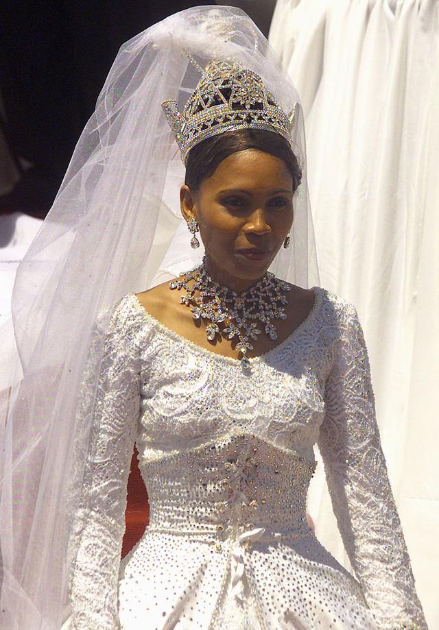 Chiêm ngưỡng váy cưới của những người đẹp hoàng gia - Ảnh 14.