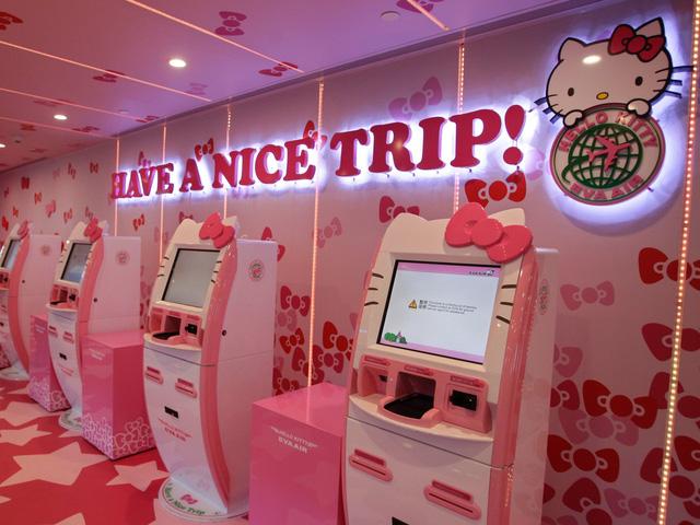 Những chuyến bay siêu dễ thương ngập tràn hình tượng Hello Kitty - Ảnh 2.
