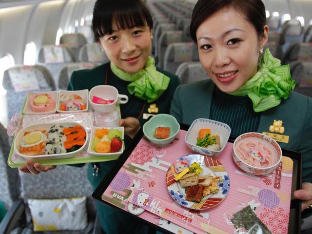 Những chuyến bay siêu dễ thương ngập tràn hình tượng Hello Kitty - Ảnh 7.