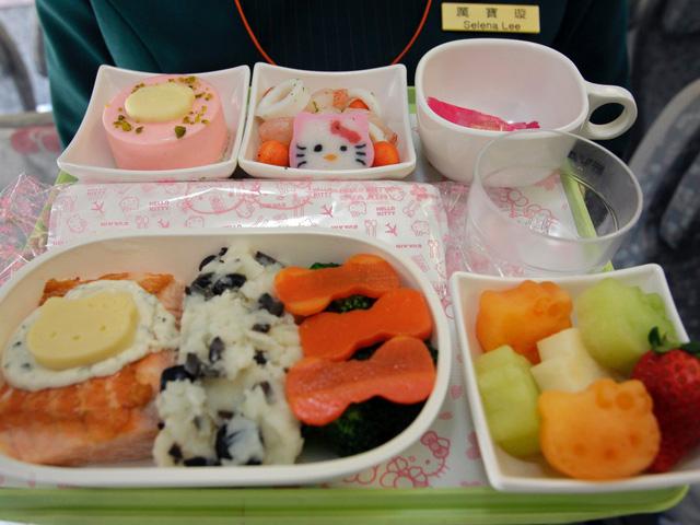 Những chuyến bay siêu dễ thương ngập tràn hình tượng Hello Kitty - Ảnh 8.