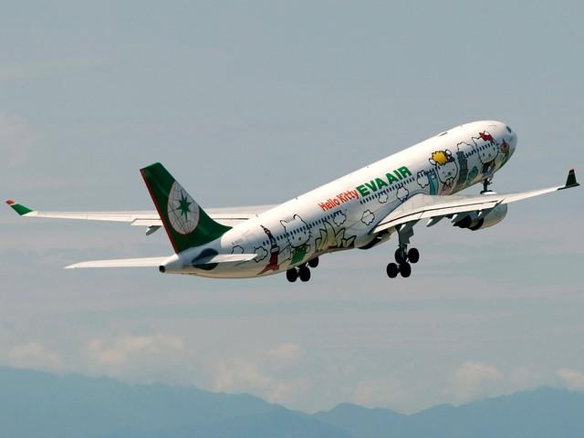 Những chuyến bay siêu dễ thương ngập tràn hình tượng Hello Kitty - Ảnh 10.
