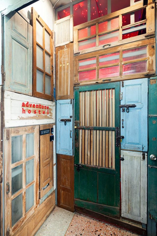Ghé thăm hostel có tường cửa siêu độc ở Thái Lan - Ảnh 5.