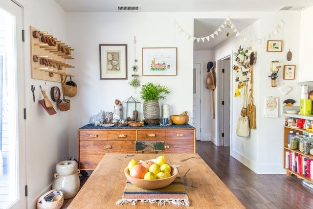 Ngôi nhà sàn gỗ mộc mạc với vô vàn đồ thủ công xinh xắn - Ảnh 5.