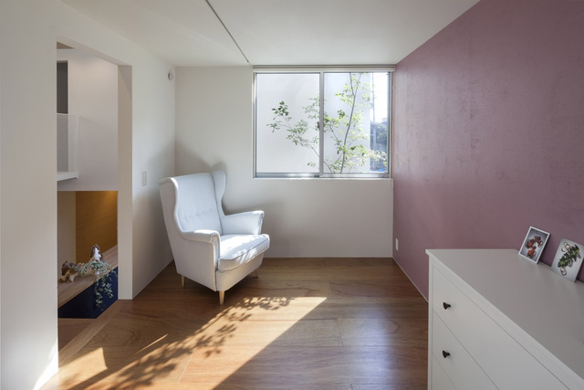 Ngôi nhà bên ngoài tưởng đơn sơ nhưng bên trong có không gian đẹp như mơ - Ảnh 6.