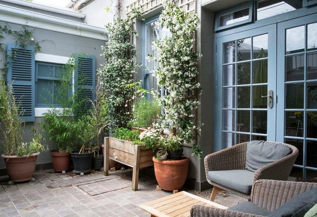 Căn nhà có khoảng sân xinh xắn và không gian màu pastel nhẹ nhàng - Ảnh 3.