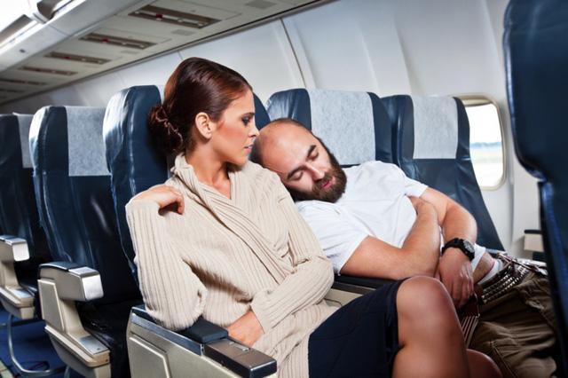 Những kiểu người ai cũng hết hồn trên mỗi chuyến bay - Ảnh 7.