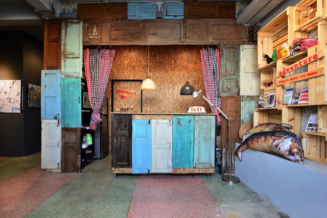 Ghé thăm hostel có tường cửa siêu độc ở Thái Lan - Ảnh 6.