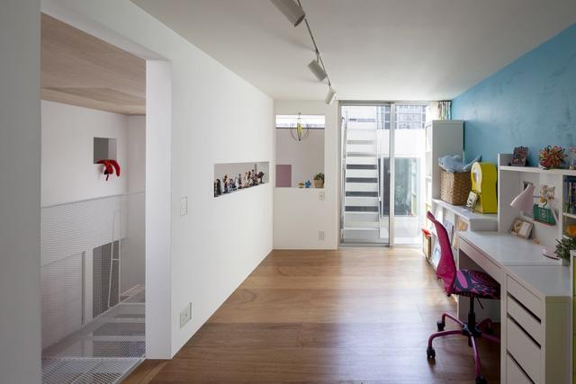 Ngôi nhà bên ngoài tưởng đơn sơ nhưng bên trong có không gian đẹp như mơ - Ảnh 7.