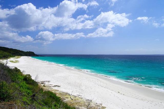 Tròn mắt trước những bãi biển có màu cát lạ ảo diệu - Ảnh 6.