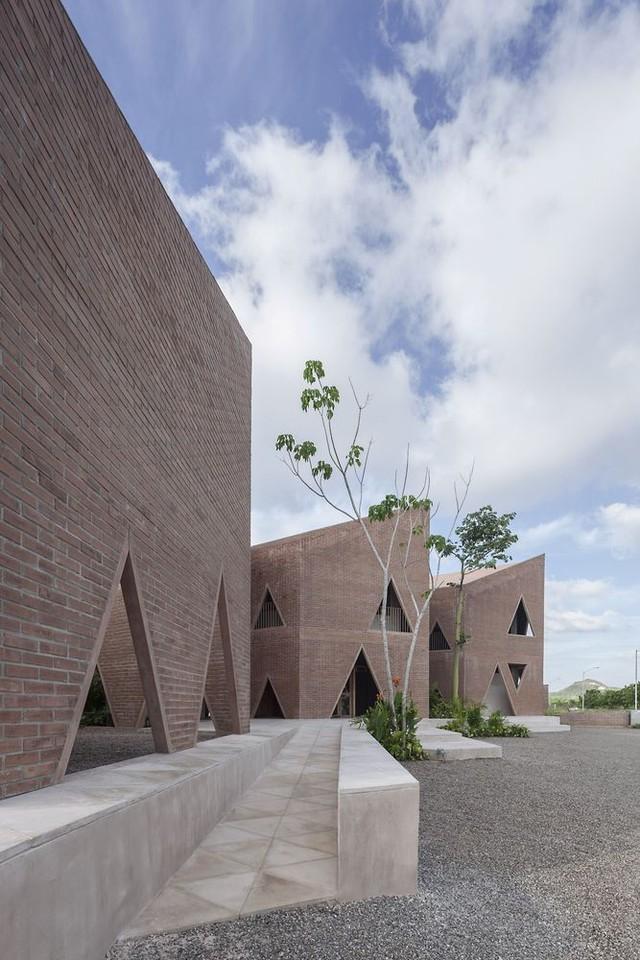 Độc đáo ngôi trường nổi bật với họa tiết tam giác - Ảnh 8.
