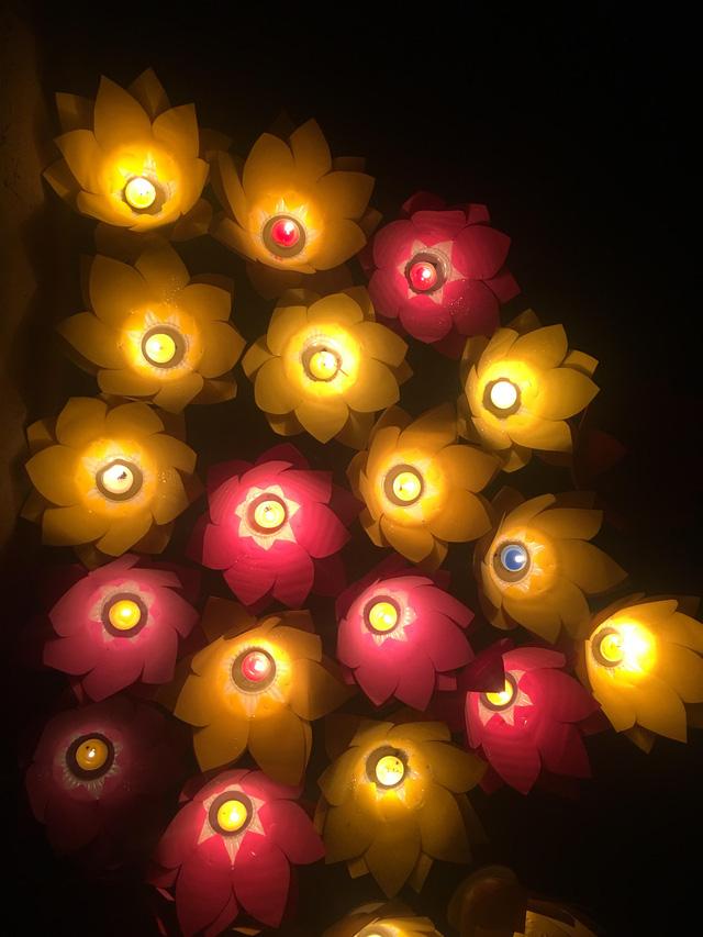 Thắp nến tri ân và thả đèn hoa đăng kỷ niệm ngày Thương binh - Liệt sỹ 27/7 - Ảnh 5.