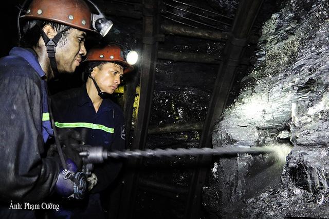Khoảnh khắc chân thật về cuộc sống của những người thợ mỏ ở Quảng Ninh - Ảnh 9.