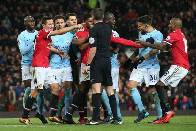Trọng tài chưa từng bắt chính derby Manchester nhận nhiệm vụ ở Etihad - Ảnh 1.