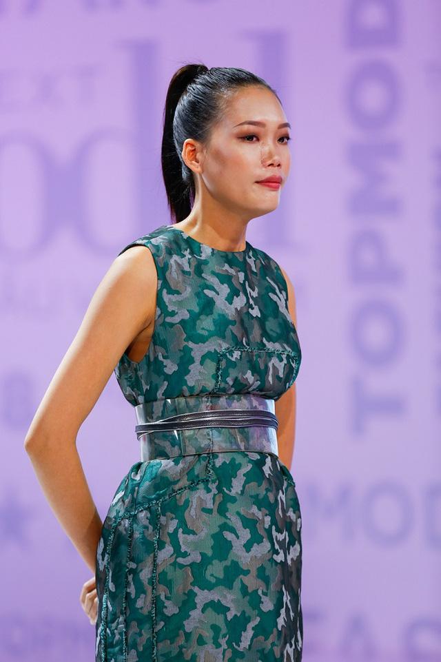 Vietnams Next Top Model 2017: Từ chối thử thách của BGK, Nguyễn Hợp lập tức phải xách vali rời nhà chung - Ảnh 2.