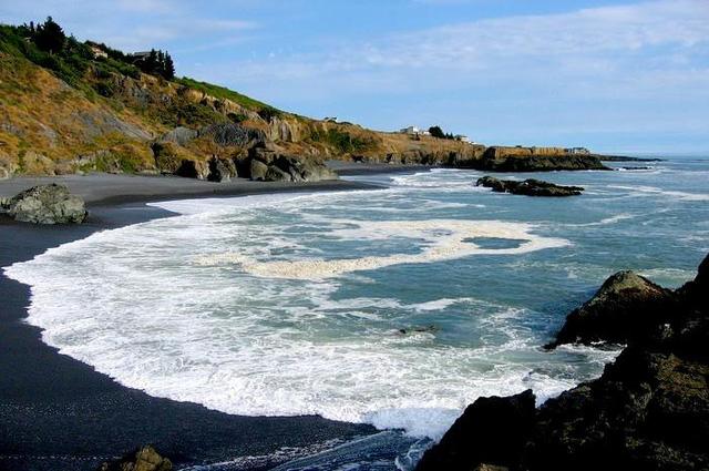 Tròn mắt trước những bãi biển có màu cát lạ ảo diệu - Ảnh 8.