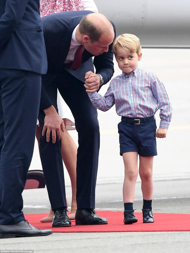 Anh em Hoàng tử bé nước Anh siêu đáng yêu cùng cha mẹ công du Ba Lan - Ảnh 8.
