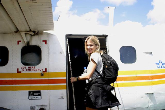 Mẹo hay khiến bạn thoải mái trong những chuyến bay dài - Ảnh 1.
