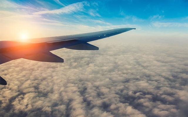 Mẹo hay khiến bạn thoải mái trong những chuyến bay dài - Ảnh 6.