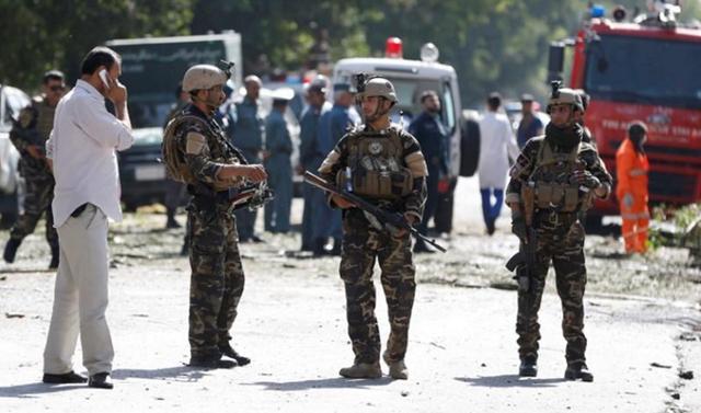 Đánh bom xe tại thủ đô Afghanistan, 35 người thiệt mạng - Ảnh 1.