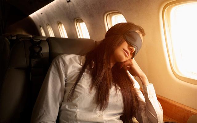Mẹo hay khiến bạn thoải mái trong những chuyến bay dài - Ảnh 10.