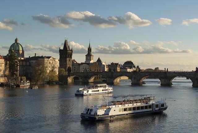 Khám phá 10 thành phố du lịch giá cả phải chăng nhất châu Âu - Ảnh 4.