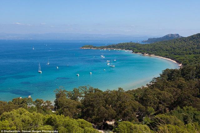 Khám phá những bãi biển nghỉ dưỡng đẹp nhất thế giới - Ảnh 1.