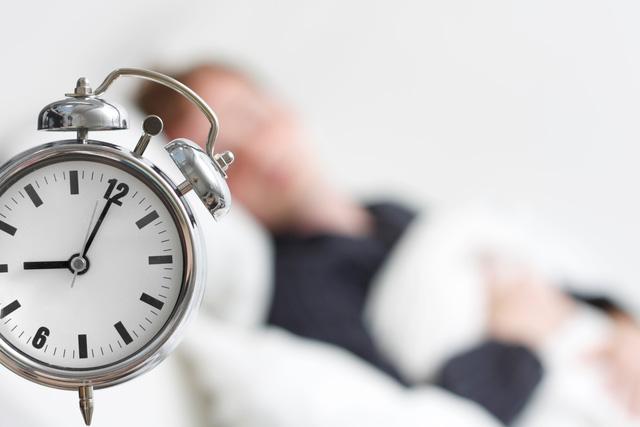 Những thủ phạm khiến bạn khó ngủ ngon giấc - Ảnh 3.