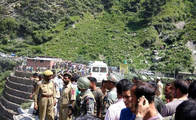 Tai nạn xe bus ở Ấn Độ, ít nhất 46 người thương vong - ảnh 3