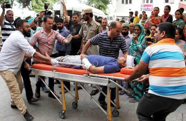 Tai nạn xe bus ở Ấn Độ, ít nhất 46 người thương vong - ảnh 8