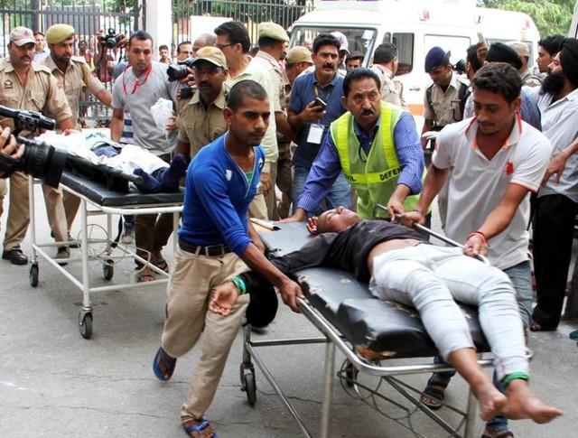Tai nạn xe bus ở Ấn Độ, ít nhất 46 người thương vong - ảnh 4