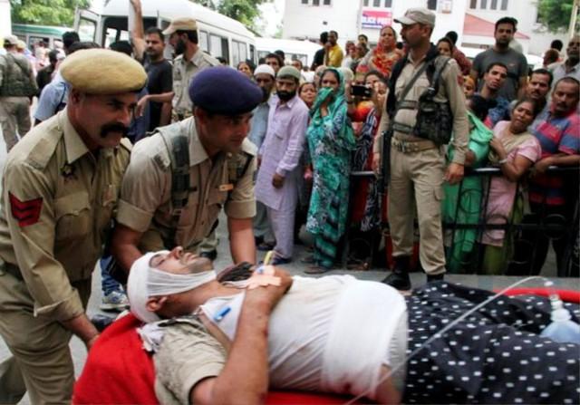Tai nạn xe bus ở Ấn Độ, ít nhất 46 người thương vong - ảnh 5